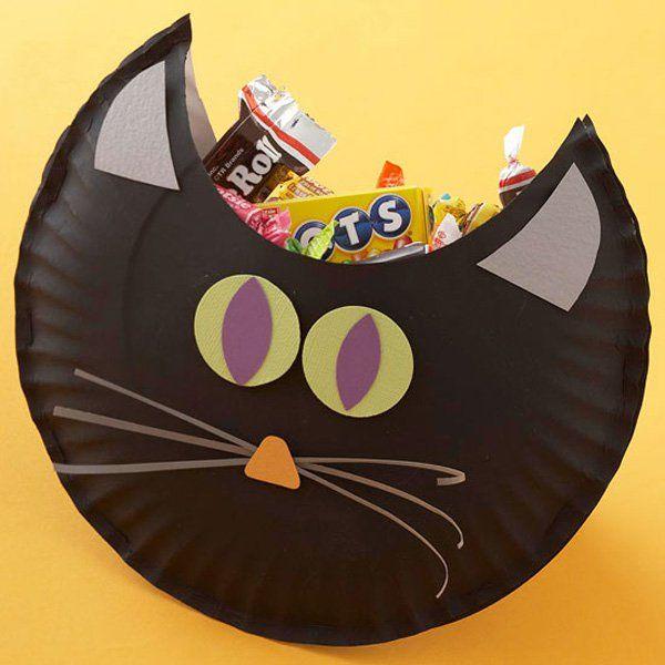 Te mostramos algunas buenas ideas para crear bolsas y dulceros con platos de cartón o plástico. Solo hay que unir un par de ellos ya sea gra...