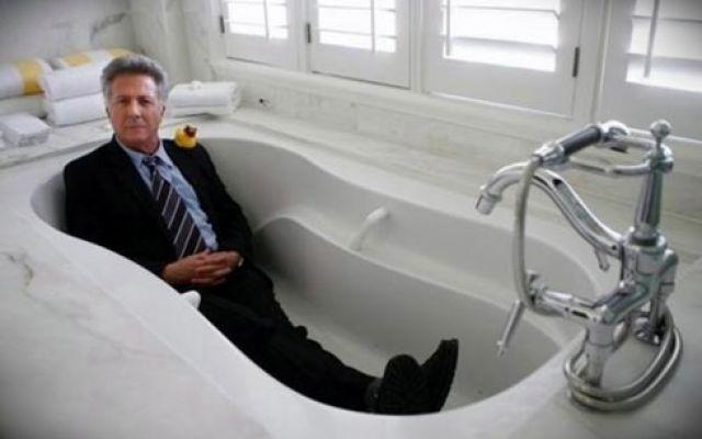 Anche il bagno diventa protagonista di scene memorabili di film e scatti famosi #bagno #arredobagno #bagnifamosi