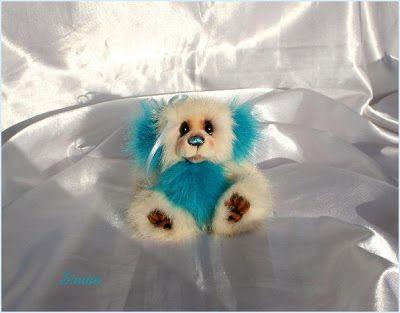 The House of Mink Teddy Bear oso realizado a mano con visón turquesa y blanco reciclados