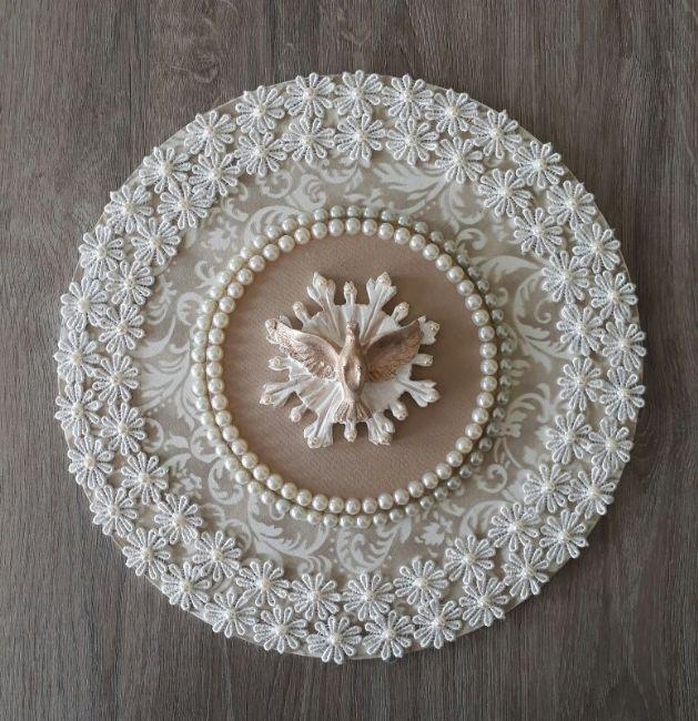 Mandala especial do Divino Espírito Santo com pintura provençal, acabamento em guipir e pérolas...