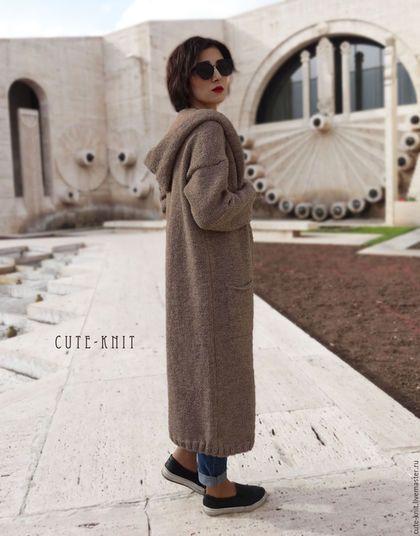 Купить или заказать Длинное пальто с капюшоном вязаное в интернет-магазине на Ярмарке Мастеров. Пряжа, из которой связан этот кардиган есть в наличии. Аналогичные кардиганы и пальто с большим капюшоном и без - можно посмотреть здесь www.livemaster.ru/cute-knit?cid=579831 Уютное, длинное пальто с капюшоном, которое не хочется снимать:) Возможно изготовление данного женского пальто, застегивающимся на пуговицы. Цвет вязаного пальто - бежевый меланж, по желанию заказчика это длинное па...