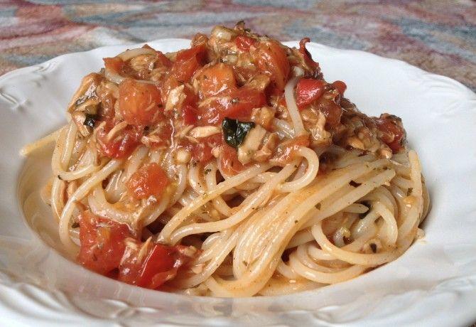 Tonhalsaláta spagettivel alla Fru