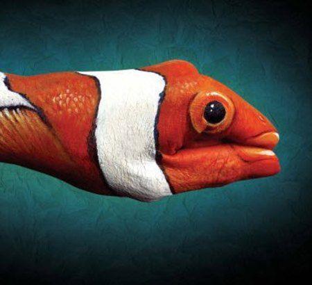 Impressionantes imagens de arte feitas nas as mãos. Veja em detalhes neste site http://www.mpsnet.net/portal/FatosIncriveis/Fatos033.htm