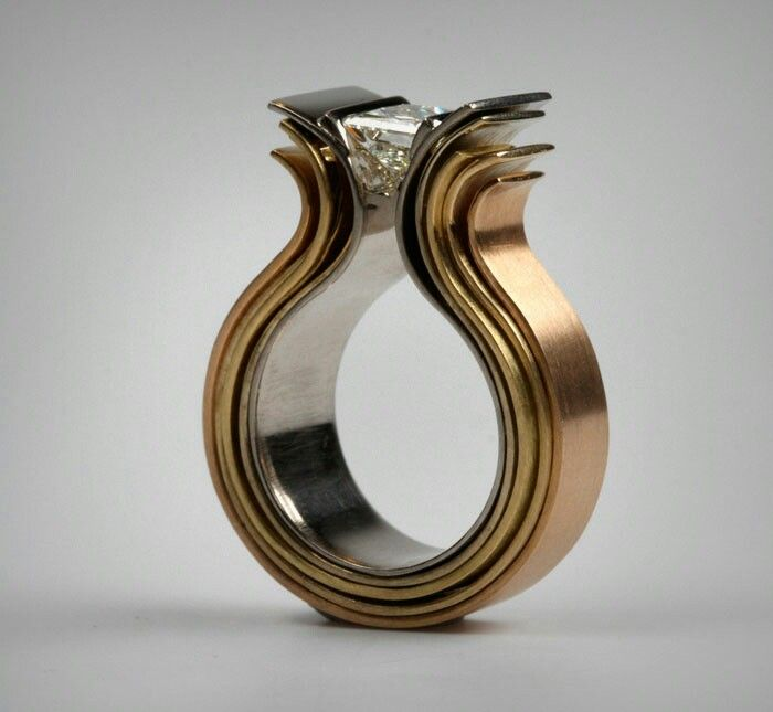 Statement ring from the Kleurenseries of Gold-line.nl.