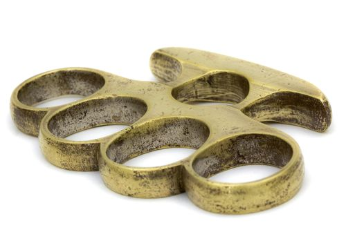 "Carlisle woman hid knuckle duster in her bra http://www.cumbriacrack.com/wp-content/uploads/2017/11/knuckle-duster.jpg A Carlisle woman has admitted having a ""knuckle duster"" in her bra and three charges of assault by beating at the Walkabout club on Botchergate    http://www.cumbriacrack.com/carlisle-woman-hid-knuckle-duster-bra/"