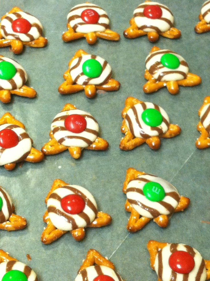 Nothing better than sweet and salty. Christmas tree shaped pretzels with white chocolate and m&m's. Very creative and festive. Definitely going to make these!