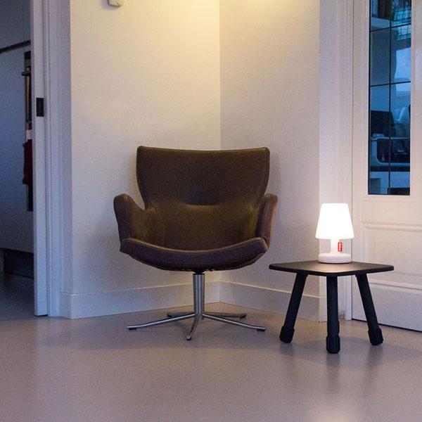 Merk: Fatboy Model: Edison The Petit tafellamp Uitvoering: Met 3 standen schakelaar/ met oplaadbare accu/ met LED verlichting Prijs: € 49,-  ◦Website: http://hetdesignentrepot.wordpress.com ◦Bel+316 22999488 ◦Mail: info@hetdesignentrepot.nl