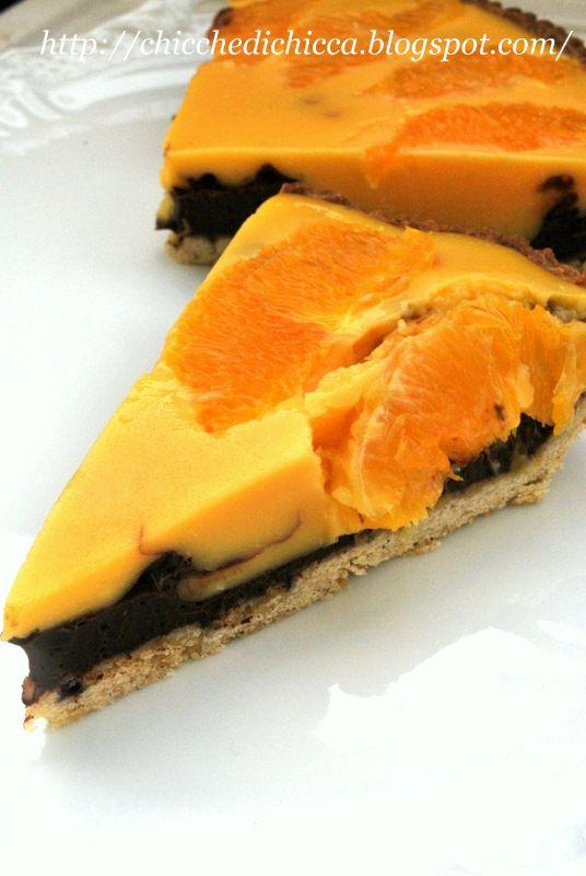 L'abbinamento di questa crostata è un classico, cioccolato e arancia! La frolla è quella che uso di solito, la ritengo molto versati...