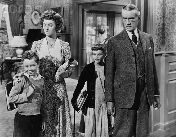 Myrna Loy, Clifton Webb, Carol Nugent, Jimmy Hunt in Cheaper by the Dozen