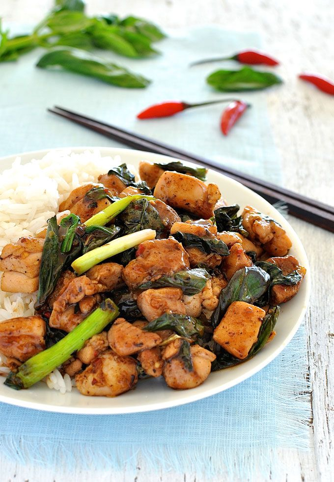 Right off the streets of Thailand, made in your own home in just 15 minutes! #stir_fry #chicken #easy #fast #thai