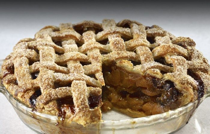 Who doesn't love having pie for dessert during the holidays? How about Apple pie with dried fruit and caramel sauce!? Yeah…that's the same exact reaction that I had when I read the recipe! This is another amazing recipe that the Wolfgang Puck Online Cooking School gave to me to share with you all! Here's what …
