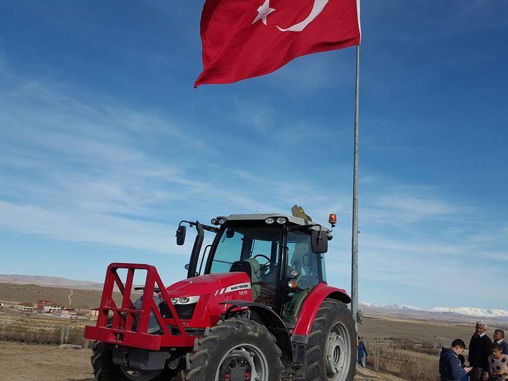 Elbistan Hacihasanlı Köyünde Bayrak ve Atatürk heykeli dikme çalışması