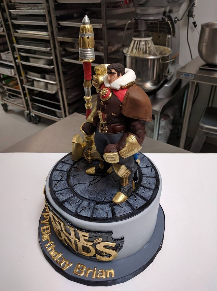 some work in progress photos of the League of Legends cake :)