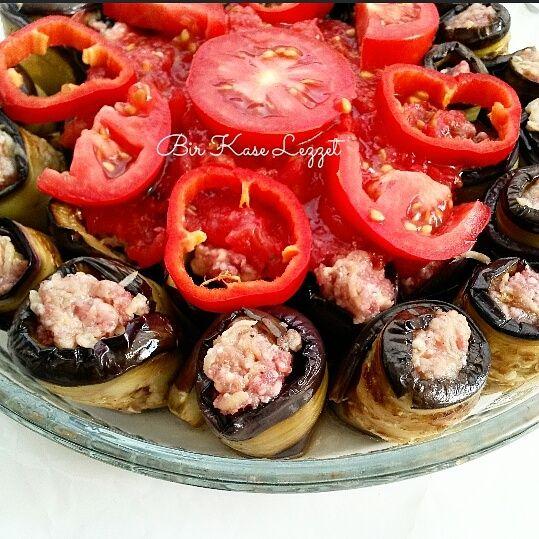 Patlıcan kebabı Sarma patlıcan kebabı İYİ AKŞAMLAR Nasılsınız??? Yazın patlıcanları bi başka güzel sizler için pratik ve güzel lezze...