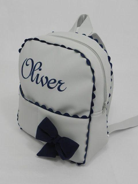 Los bolsos y las mochilas de polipiel son top en ventas.  El bolso panera de hoy es una belleza de estilo y elegancia, polipiel blanca combi...