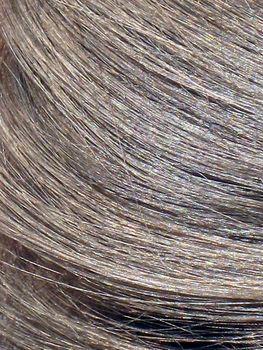 Dekoloryzacja jest zabiegiem, na który Polki decydują się rzadko, próbując raczej zamaskować odrosty świeżą farbą lub szamponem.