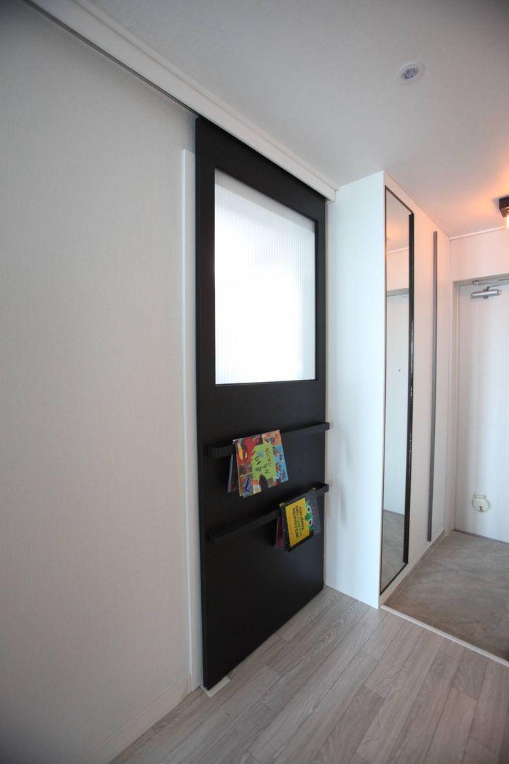 모던 디자인과 공간 활용이 돋보이는 아파트 인테리어  현관, 문 ...