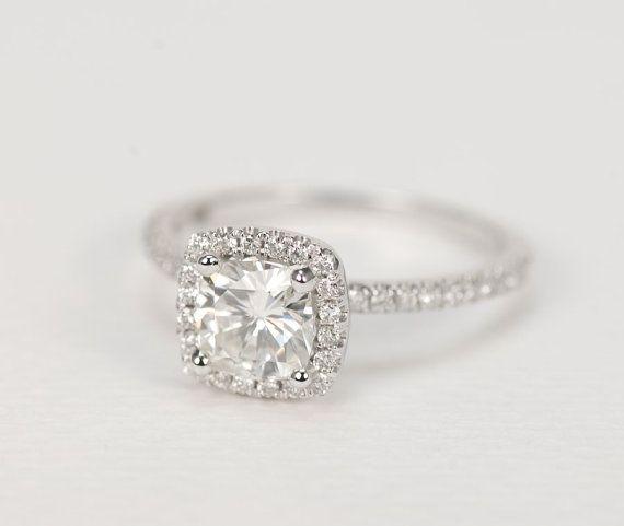 Coussin Moissanite & diamants bague en or blanc 14K par SundariGems