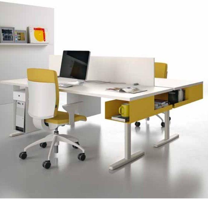 JOY LINE van Meco. Een betaalbaar en fris ontwerp met leuke accessoires, zoals dit hangende gekleurde opbergvak aan het bureau. Vergadertafels en bijpasssende kasten completeren JOY LINE