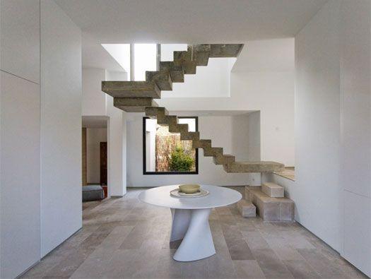 Casa C-51 by Ábaton Arquitectura