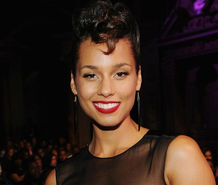 actress alicia keys smiles - photo #6
