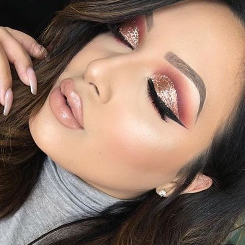 @leslie_love's gorgeous cut crease with Taffy  @leslie_love
