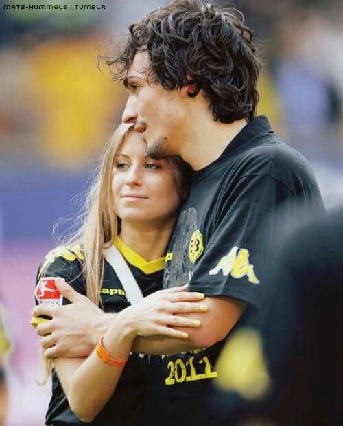 Hummels and  girlfriend
