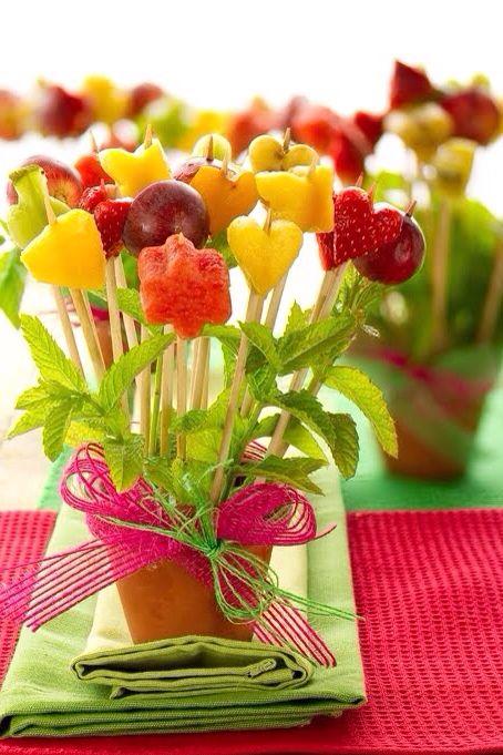 Hlo tips banderillas de fruta para fiestas infantiles se - Como preparar una cena saludable ...