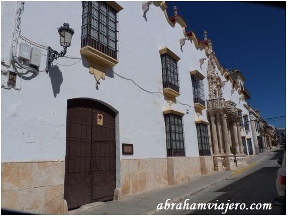 Este edificio constituye el ejemplo más representativo del barroco civil ursaonés. Su portada, realiza entre 1764 y 1765, recuerda el estilo…