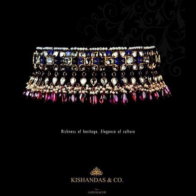Blue Enamel Hyderabadi Choker with Polkis! #sabyasachi #kishandasforsabyasachi #choker #polki #bluemeena #turmaline #jewellery #heritagejewellery #exquisite #classy #elegance