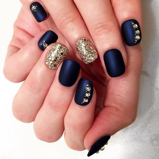 Winter nails allow you to show off all those cute wintry themes. Check out our collection of original winter-themed nail designs with glitter nails, matte nails, snowflakes, and gold. Luxury Beauty - winter nails - http://amzn.to/2lfafj4