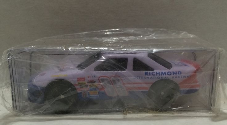 (TAS010356) – 1996 Racing Champions 1:64 Scale Die-Cast Car – Pontiac 400