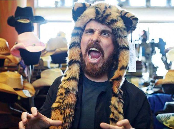 Кристиан Бейл (Christian Bale) снялся в неожиданной и веселой фотосессии Пегги Сирота (Рeggy Sirota) для январского номера Esquire UK