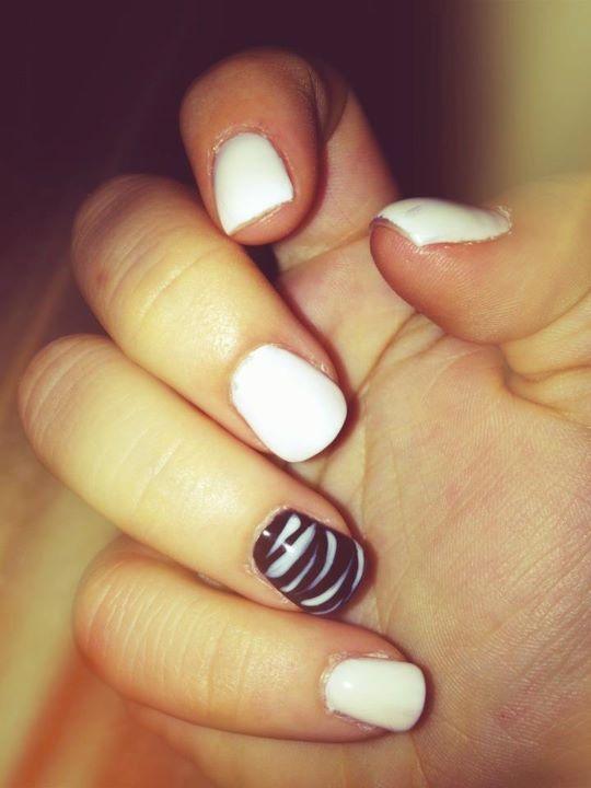 #nail #nailart nail art: Nails Art, Fashion Style, Accent Nails, Nailart Nails, Black Nails, Parties Nails, Zebras Nails, Fingers Nails