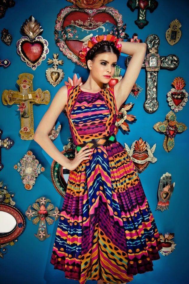 Inspiration mexicaine. #lena #hoschek #robe #coiffure #dress #hairstyle…