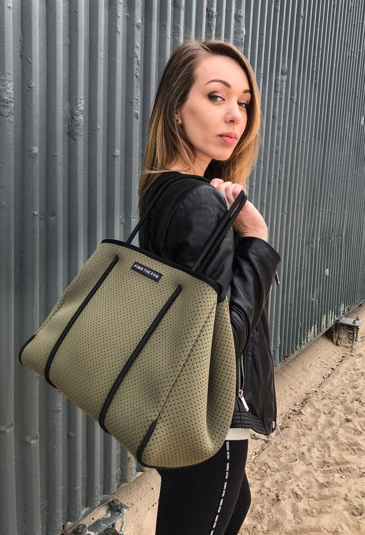 Stylish neoprene tote bags by Find The Fox. Light, carefree, washable and 100% vegan. Get the Fox Bag in Khaki with a free matching neoprene zip up pouch. Shop now at https://findthefox.com.au ✨