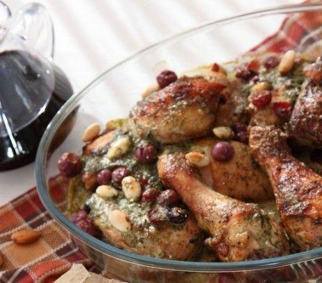 Coq au vin w burgundzie - Przepisy.Pełne aromatu ale niezbyt ciężkie danie mięsne. Coq au vin w burgundzie to przepis, którego autorem jest: Magda Gessler