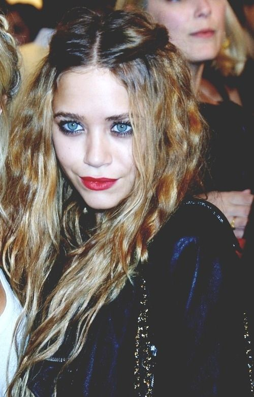 Grunge makeup. Love the make up and hair!  Like, I was obsessed with the Olsen…