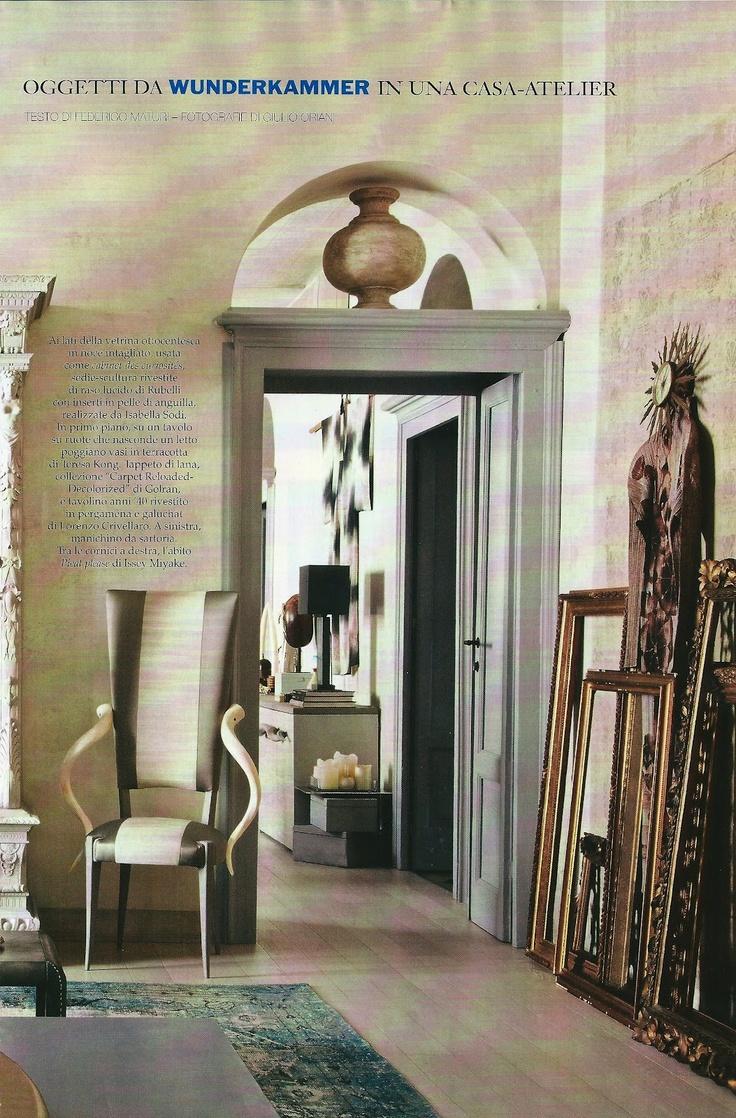 Sedia scultura progettata dall'arch. Isabella Sodi realizzata in tessuto di raso con inserti in pelle - Tino Mariani http://www.tinomariani.it/news-dettaglio.php?id=39