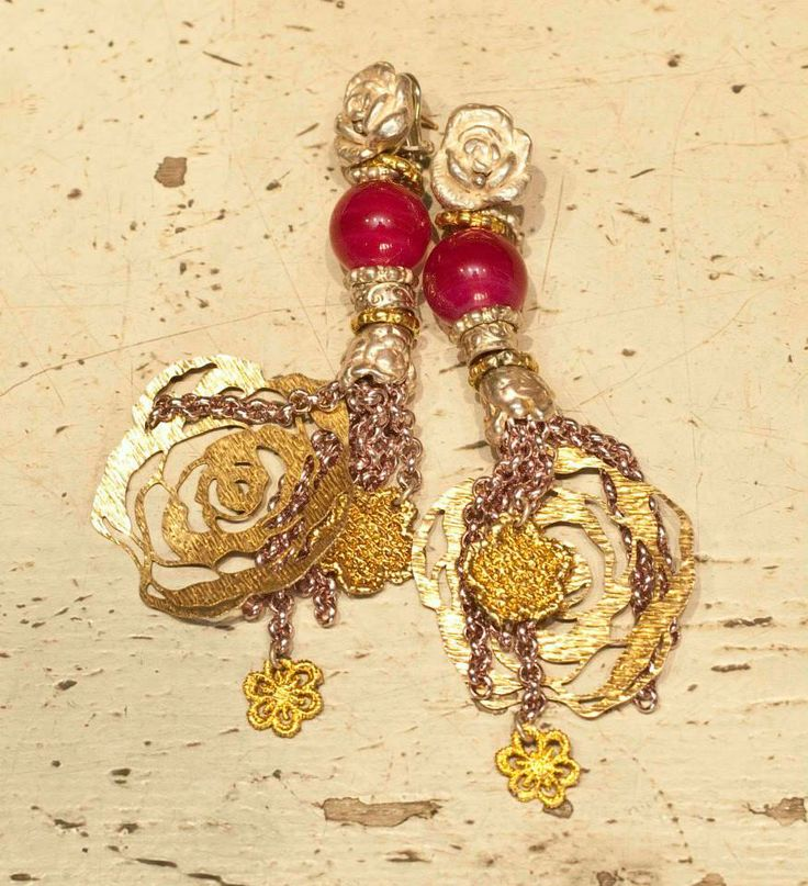 Don't be afraid to mix and match with your earrings! #colours #gold #yellow #earrings #orecchini