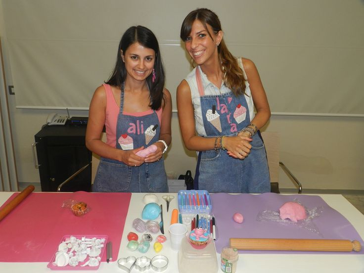 Lezioni di cake design... Ali e Lara ci insegnano come fare delle bellissime decorazioni per i nostri #cupcake !