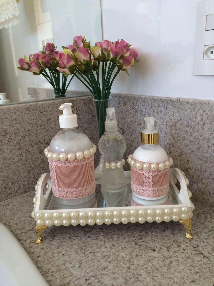 Porta bandeja em pérolas com detalhes em tonalidades rosa seco. Lindo para banheiro feminino.