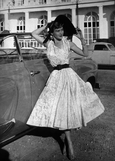 Queen Magazine 1951 Women's vintage fashion photography image photo