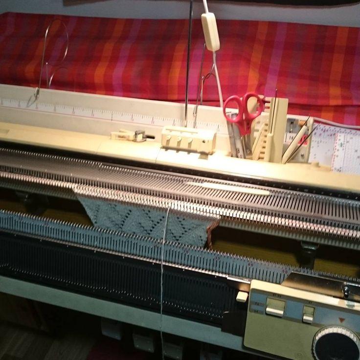 Pitsineulemallitilkku, pitsi, pitsineule, mallitilkku, neulekone, lace sample, lace, knitting, knitting machine, Brother, Eva