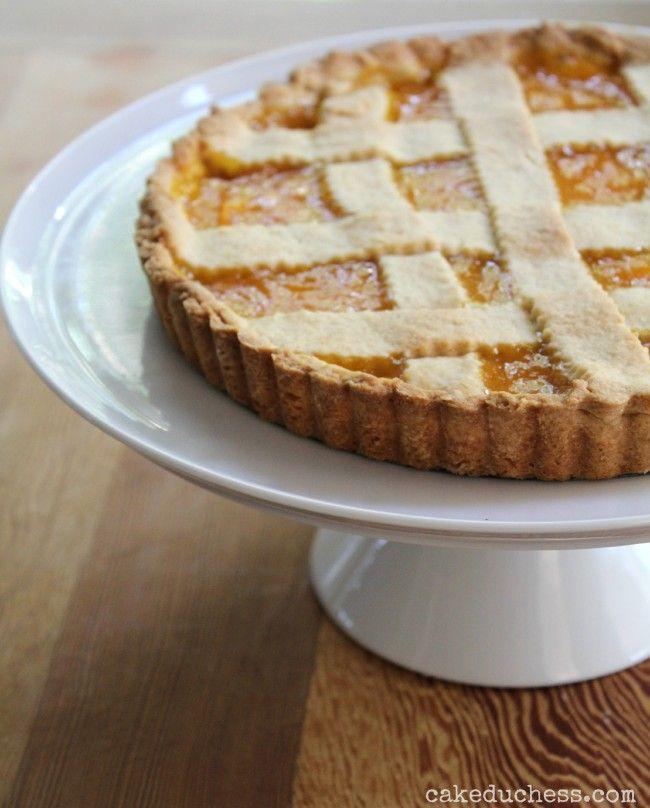 An incredible crostata di mango recipe. This Italian tart is filled with homemade mango jam.