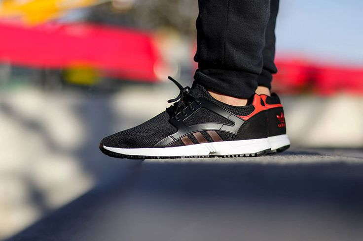 The adidas Racer Lite EM is now available in a classic black and red colorway. The silhouette is an updated shoe based on a legendary adidas runner from the '90s, incorporating a sock-style mesh upper...