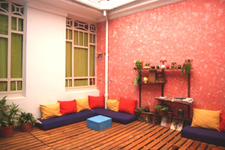 The patio: one of ParkLife Hostel´s common areas.