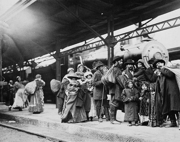 European immigrants arrive in the new world (Union Station, Toronto, 1912)