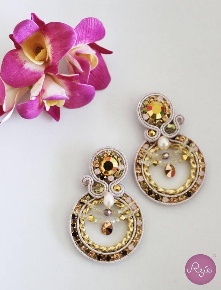 Soutache jewelry, soutache earrings, chandelier earrings, rose powder gold earrings, handmade in Italy, crystals. https://www.etsy.com/it/shop/Rejesoutache?ref=hdr_shop_menu FACEBOOK: https://www.facebook.com/rejegioielliinsoutache/