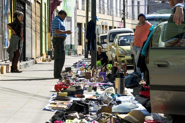 https://flic.kr/p/V6m14P | Valparaíso111 | Se vende todo y de todo. Feria popular Dominical, Av. Argentina y alrededores, Valparaíso, Chile. D5300.